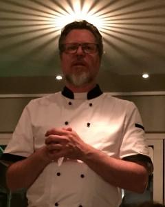 """Peter, vår egen """"pintxos-Jesus"""" berättar gärna om de olika rätterna i samband med serveringen"""